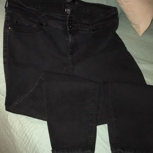 Torrid semi high waisted black skinny jeans 👖 22W